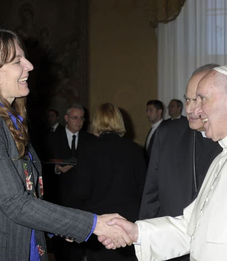 Lisa Kaltenegger shaking hands with Pope Francis