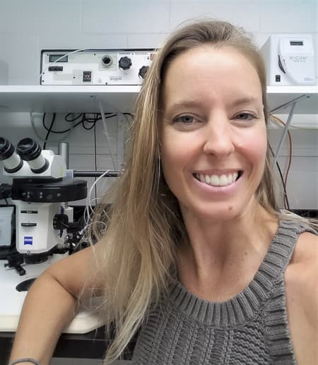 Leslie Babonis in front of a microscope in her lab