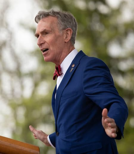 Bill Nye delivers the convocation speech
