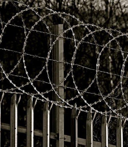 razer wire at a prison
