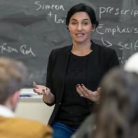 Eliza VanCort leading her public speaking workshop