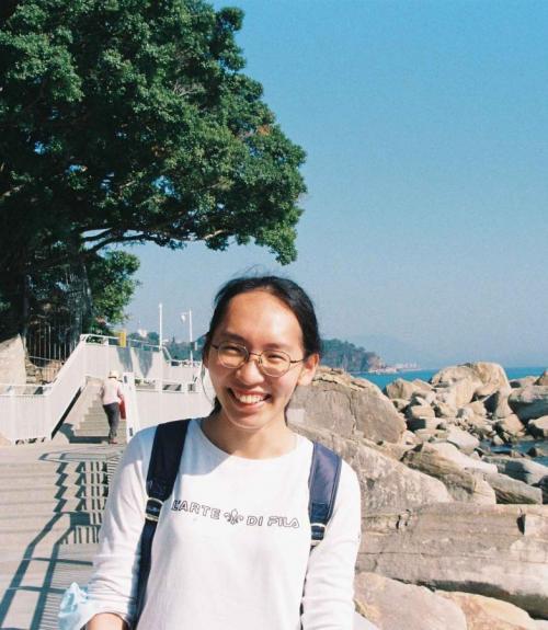 Lin Ai by the ocean in a t-shirt.