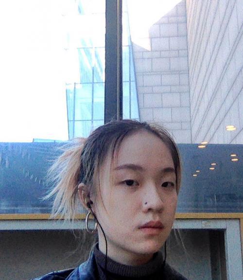 Xinyuan (Cypress) Lyu wearing headphones.