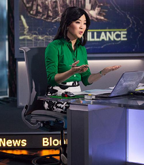 """Scarlet Fu '94 in action as one of the early-morning anchors of """"Bloomberg Surveillance"""" on Bloomberg Television. Photo: Bloomberg Television"""