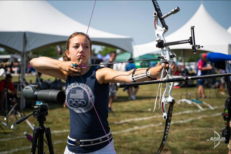 girl doing archery